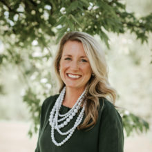 Lisa Schuessler Headshot